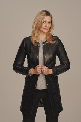 Černý dámský kožený kabát