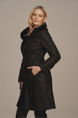 Zimní dámský černý kožený kabát s kapucí - Kožich pravý