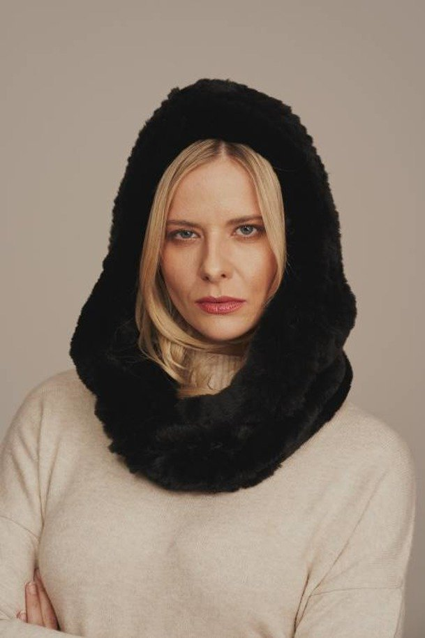 Dámská zimní kožešinová šála, černá. Šála s kapucí vyrobená z přírodní kožešiny kastorex