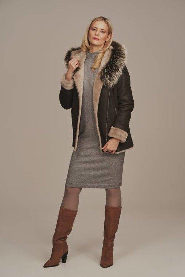 Krátký hnědý dámský kožich dubeňák s kapucí