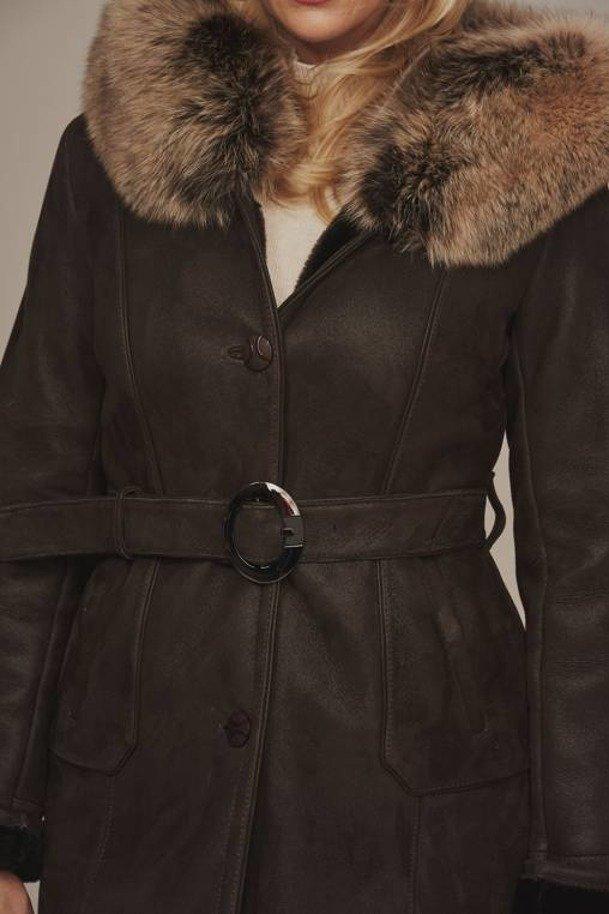 Kożuch jagnięcy z kapturem brązowy - Płaszcz skórzany damski zimowy