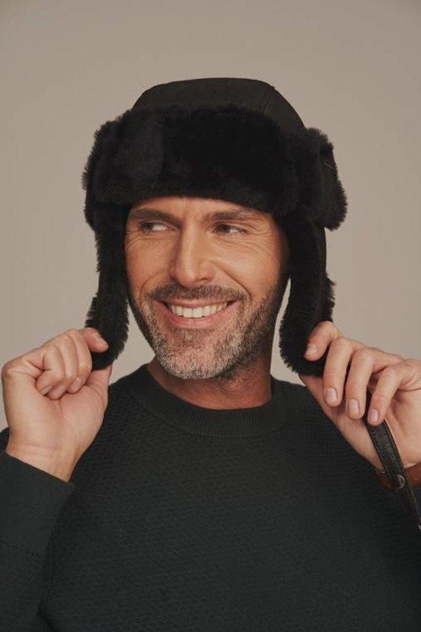 Pánska čiapka ušianka čierna